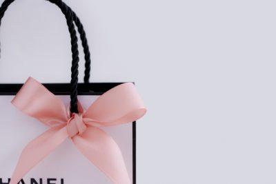 シャネルはプレゼントに、これが欲しい♡女性に喜ばれるプレゼント