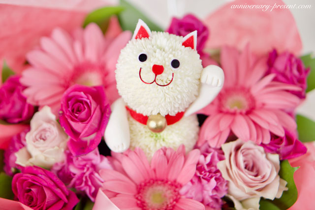 花おしゃれな猫グッズのプレゼントに♩猫好き女性に喜ばれる、かわいい猫グッズ