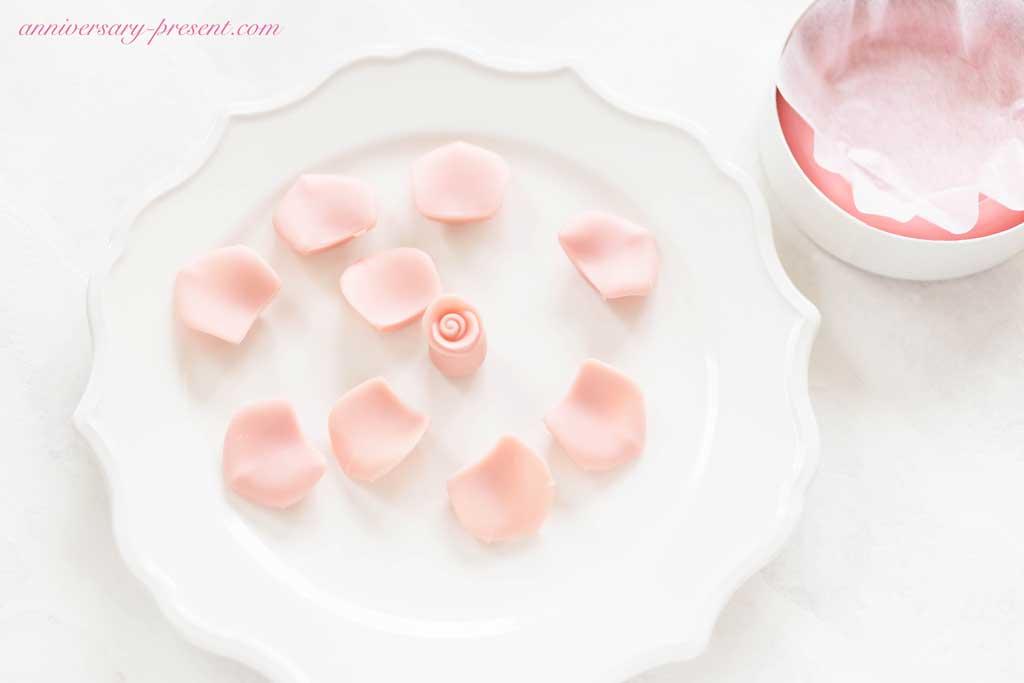 ホワイトデーやプレゼントに。バラの高級チョコレート、メサージュ・ド・ローズがおしゃれです!【口コミ&感想】
